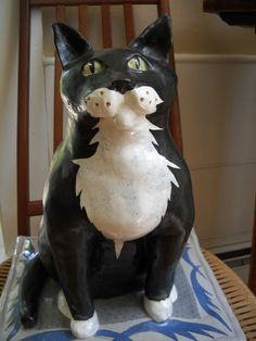 Alison Palmer Ceramics Hand Painted Pottery Cat on Pillow 1988. From our feline collection.