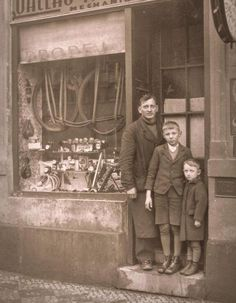 Czechoslovakian bike shop owner with his sons about 3 years before the nazis came to the country in 1939 Old Photos, Vintage Photos, The Time Machine, Photo Boards, Time Photo, Vintage Colors, Wwii, Old School, 3 Years