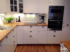 ikea bodbyn – don& like the look of this kitche… na Stylowi.pl ikea bodbyn – don& like the look of this kitche… na Stylowi. Ikea Bodbyn Kitchen, Ikea Kitchen Cabinets, Cocinas Kitchen, Kitchen Furniture, Kitchen Walls, Kitchen Sink, Tv Cabinets, Country Kitchen, New Kitchen