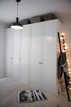 Mieszkanie w nadmorskim stylu projektu Shoko Design - PLN D Shabby Chic Interiors, Aesthetic Bedroom, Cozy House, Hygge, Room Inspiration, Bedroom Decor, New Homes, House Design, Interior Design