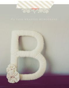diy monogram Cute Crafts, Crafts To Do, Arts And Crafts, Diy Crafts, Yarn Wrapped Letters, Yarn Letters, Cardboard Letters, Cardboard Crafts, Wooden Letters