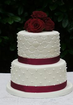 Hochzeitstorte rosen Perlen Wedding Cake Roses Beads × Related posts: Cake Pops Wedding: To fall in love White Wedding Cake Cupcakes 25 simple and original cake toppers for the wedding cake 32 Jaw Dropping Pretty Wedding Cake Ideas Wedding Cake Roses, Burgundy Wedding Cake, Amazing Wedding Cakes, Deco Cupcake, Cupcake Cakes, Wedding Cake Decorations, Wedding Cake Designs, Quinceanera Cakes, Croquembouche