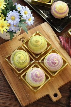 Japanese Pastries, Mooncake Recipe, Bean Cakes, Asian Desserts, Moon Cake, Chinese Food, Hot Chocolate, Cake Recipes, Bakery
