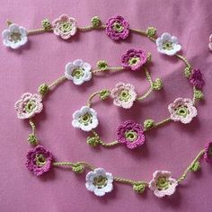 Ravelry: Princess garland pattern by Inken Jochimsen - Crochet To Make - Celebrations Crochet Puff Flower, Knitted Flowers, Crochet Flower Patterns, Crochet Motif, Crochet Granny, Crochet Flower Bunting, Crochet Bunting Free Pattern, Crochet Necklace Pattern, Crochet Trim