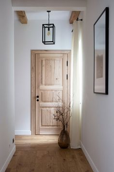 〚Our first project: Ranch-inspired house in Kiev, Ukraine〛 ◾ Photos ◾Ideas◾ design Our first project: Ranch-inspired home in Kiev, Ukraine PUFIK. Bedroom Doors, Wood Bedroom, Oak Interior Doors, Wood Interior Walls, Wooden Room, Inspired Homes, White Walls, White Trim Wood Doors, Beautiful Interiors