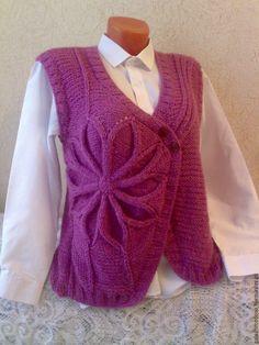 """Купить Красивый вязаный жилет """" Цветок лотоса """" ручной работы - фиолетовый"""