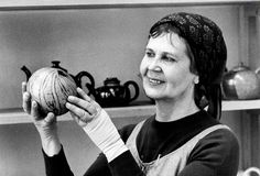 Kyllikki Salmenhaara tunnettiin lämpimänä ja tiukkana opettajana – ja Marimekko-vaatteiden käyttäjänä. Nordic Design, Marimekko, Finland, Art Lessons, Pottery, Inspiration, Color Art Lessons, Ceramica, Biblical Inspiration