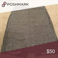 JCREW FACTORY Pencil Skirt in Houndstooth Worn twice - very classic print!  Wool.  Dry clean. J.Crew Factory Skirts Pencil