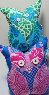 Melissa from A Hundred Billion Stars shares a free pattern at Free Spirit Fabrics for making a little owl softie. Get the pattern. [photo from Free Spirit Fabrics] Softie Pattern, Free Pattern, Diy Sewing Projects, Sewing Crafts, Sewing Ideas, Owl Patterns, Sewing Patterns, Dress Patterns, Owl Quilts