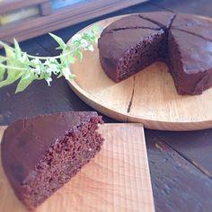 今日のケーキはもちろん、チョコレートケーキ!バレンタインですものね^ - ^今日のケーキは間に柚子ジャムを挟んで、少しほろ苦の大人っぽいお味です♡ - 36件のもぐもぐ - ヴィーガン チョコレートケーキ by asakoyoshiOJY