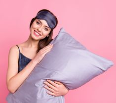Silk pillowcases are another nighttime product that can help both your skin and your tresses. Best Silk Pillowcase, Smooth Skin, Pillowcases, Beauty Women, Soft Leather, Pillow Case Dresses, Pillow Shams, Pillow Covers