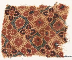 2nd half 10-15 c. Textile fragment with interlocking quatrefoils, stars, and flowers Fustat, Egypt (find spot) Gujarat (place of creation) Cotton, block-printed with mordant, dyed red, and resist-dyed blue Dimensions 21.5 x 18 cm (length x width); along length/width 17 / 16 threads/cm (thread count). Accession no.EA1990.1098