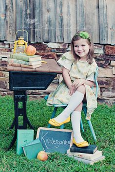 the MomTog diaries: Ella Goes to Kindergarten: A Vintage Back to School Styled Photo Shoot {greensboro nc childrens photographer} First Day Of School Pictures, 1st Day Of School, School Photos, School Fun, Kindergarten Pictures, Kindergarten First Day, Kindergarten Graduation, Preschool Photography, Photography Ideas
