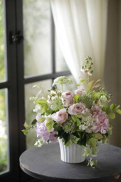 Home Flower Arrangements, Artificial Flower Arrangements, Beautiful Flower Arrangements, Table Arrangements, Artificial Flowers, French Flowers, Pink Flowers, Cascade Bouquet, Ceiling Decor