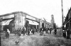 Mercado de la Concepción (actual Mercado Central) y torre del reloj que contaba con figuras alegóricas a la Paz y la Abundancia  Fuente: Lima la Única