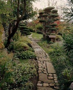 75 Elegant Side Yard Garden Decor Ideas - Page 49 of 87 Rock Walkway, Walkway Ideas, Cobblestone Walkway, Rock Path, Landscape Design, Garden Design, Path Design, Dream Garden, Garden Paths
