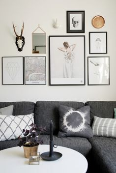 First gallery wall placement I admire Decoration Inspiration, Inspiration Wall, Interior Design Inspiration, Art Simple, Wall Decor, Room Decor, Wall Art, Living Spaces, Living Room
