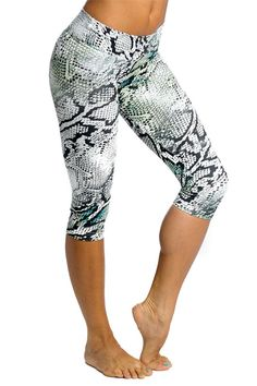 Balance fitwear Grey Snake cappri. Womens fitness clothes.