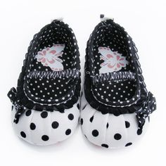 Beautiful. Great ideas to incorporate when making baby girl shoes - Stylish Baby Girls Shoes Fashion 2013