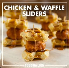 Chicken and Waffle Sliders Appetizer Recipes, Snack Recipes, Cooking Recipes, Snacks, Appetizers, Frozen Waffles, Good Food, Yummy Food, Slider Recipes