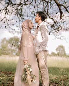 Inspired by : . Inspired by : . Pre Wedding Poses, Pre Wedding Shoot Ideas, Pre Wedding Photoshoot, Muslimah Wedding Dress, Muslim Wedding Dresses, Foto Wedding, Wedding Bride, Prewedding Outdoor, Prewedding Hijab