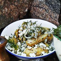 Kreikkalainen perunasalaatti Veggie Dishes, Side Dishes, Greek Potato Salads, Greek Cheese, Street Food, Feta, Tapas, Bbq, Good Food