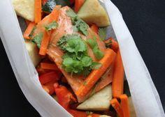 LAKS MED ASIATISK SAUS (BAKT I FOLIE) Carrots, Vegetables, Food, Veggies, Carrot, Veggie Food, Meals, Vegetable Recipes, Yemek