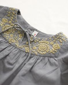 Grey and gold smock dress : {Gunmetal & Gold : for Sony Vaio E Series… Hand Embroidery Dress, Embroidery On Clothes, Embroidered Clothes, Embroidery Fashion, Hand Embroidery Designs, Diy Embroidery, Kids Dress Wear, Dresses Kids Girl, Kids Outfits