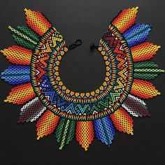 By Arte Embera Beaded Jewelry Patterns, Beading Patterns, Collar Redondo, Sashiko Embroidery, African Necklace, Beaded Christmas Ornaments, Native American Beadwork, American Indian Jewelry, Southwest Jewelry