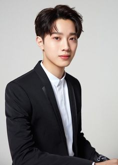 Asian Boys, Asian Men, Star Company, Guan Lin, Lai Guanlin, Chinese Boy, Profile Photo, Aesthetic Pictures, Handsome Boys