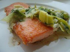 LCHF-bloggen: Pannestekt laks med kremet purre og dill Lchf, Frisk, Tuna, Low Carb, Meat, Breakfast, Food, Blogging, Low Carb Recipes