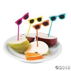 With these plastic sunglasses picks, your treats will be made in the shade. Give your treats some fun summertime style by adding these small plastic party ...
