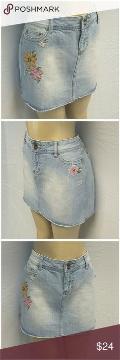 """40% BUNDLE DISCOUNT! FREE SHIPPING ON BUNDLES!! THALIA SODI, Denim Skirt, size 11/12 See Measurements, embroidery, appliques, sequins, rhinestones, double exposed logo button, front logo rivets, medium weight denim material, machine washable, 53% ramie, 47% cotton, approximate measurements: 18"""" waist laying flat, 15"""" length, 3.5"""" zipper.   ADD TO A BUNDLE!?? 40% BUNDLE DISCOUNT! FREE SHIPPING ON BUNDLES!! ?OFFER? 40% less Plus $6 LESS ON BUNDLES! THALIA SODI  Skirts Mini"""