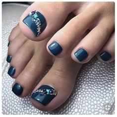 """Paint toenails: foot nail designs for the summer  Did you greet the summer with """"Welcome""""? Yes, the best season is finally here. Long hot days and beautiful warm nights - the perfect opportunit. Simple Toe Nails, Pretty Toe Nails, Cute Toe Nails, Toe Nail Color, Toe Nail Art, Nail Polish Colors, Gel Polish, Hair And Nails, My Nails"""