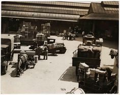Horse-drawn trailers arriving at Borough Market in the early Vintage London, Horse Drawn, South London, Best Cities, Family History, Old Photos, Trailers, Horses, Marketing