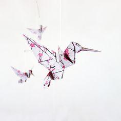 https://www.ungrandmarche.fr/boutiques/p/eveil-et-jouet/mobile-bebe-origami-oiseaux/67359