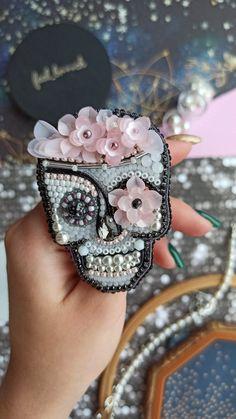 Ribbon Jewelry, Soutache Jewelry, Beaded Skull, Beaded Brooch, Brooch Pin, Handmade Beaded Jewelry, Brooches Handmade, Skull Crafts, Diy Bead Embroidery