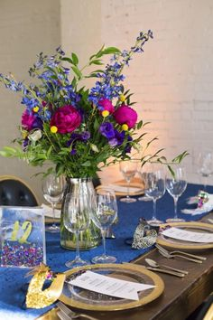 Colorful floral centerpiece | Jen and Dayton Photography | see more on: http://burnettsboards.com/2015/12/vibrant-years-eve-wedding/