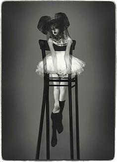 Surrealist photography by Schilte & Portielje. S).. www.fashion.net