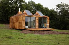 Channel 4 are really spoiling sheddies or self builders at the moment - first was the excellent Kevin McCloud goes off grid and builds a shed show , now George Clarke is having a go showing off tiny