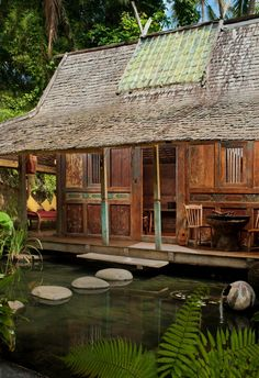 Stayed at Bambu Indah before, a stunning eco resort owned by silversmith John Hardy (he started the Green School in Bali) located in Sayan just outside of Ubud, Bali. Beautiful.