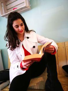 Un día de café con un look romántico y elegante. #style #fashion #streetstyle #romantic #red #black #white #look #afternoon
