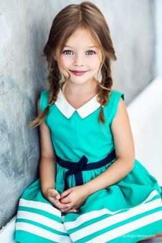 collar shape - girl vintage style dress