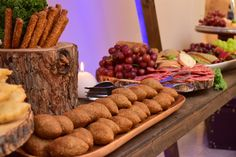 Rustic buffet table / catering / quipes / picaderas by KettyDelights