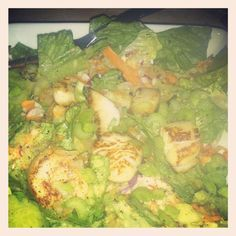 Romaine, carrots, purple cabbage, radishes, celery, cucumber, green onion and the star SCALLOPS! Homemade dressing: lemon juice, evoo, chive, herbs d� province, inch of cucumber, and tumeric.... (dressing is not my thing so I kept adding flavors lol).