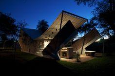 Casa Hamaca | Luque, Paraguay | +laboratorio de arquitectura | photo © Andrea Parisi