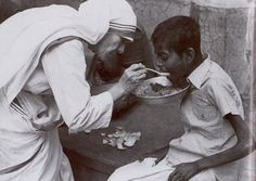 The hand of a giver is never empty. Blessed Mother Teresa of Calcutta Judge Quotes, Saint Teresa Of Calcutta, Judging Others, Judging People, We Are The World, Blessed Mother, Compassion, Words, Angeles