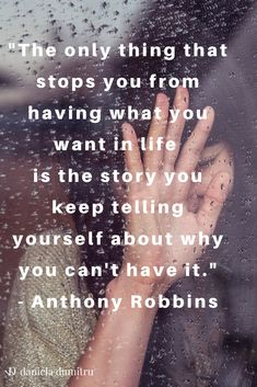 Ca să poți avea încredere în tine și să trăiești condusă de asta trebuie să înveți să îți spui o poveste mai bună. Una care să te încurajeze, care să îți dea putere, energie, motivație.
