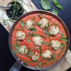 Kyllingekødboller i cremet tomatsauce