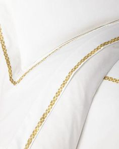 Percale Sheets, Sateen Sheets, Celebrity Fashion Outfits, Celebrities Fashion, Celebrity Style, Luxury Bed Sheets, Victoria Dress, Flat Sheets, Roberto Cavalli